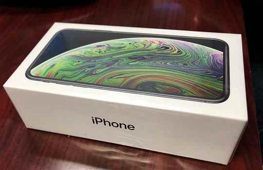 Apple iPhone xs max 512GB 450Samung Galaxy S10 512GB 350